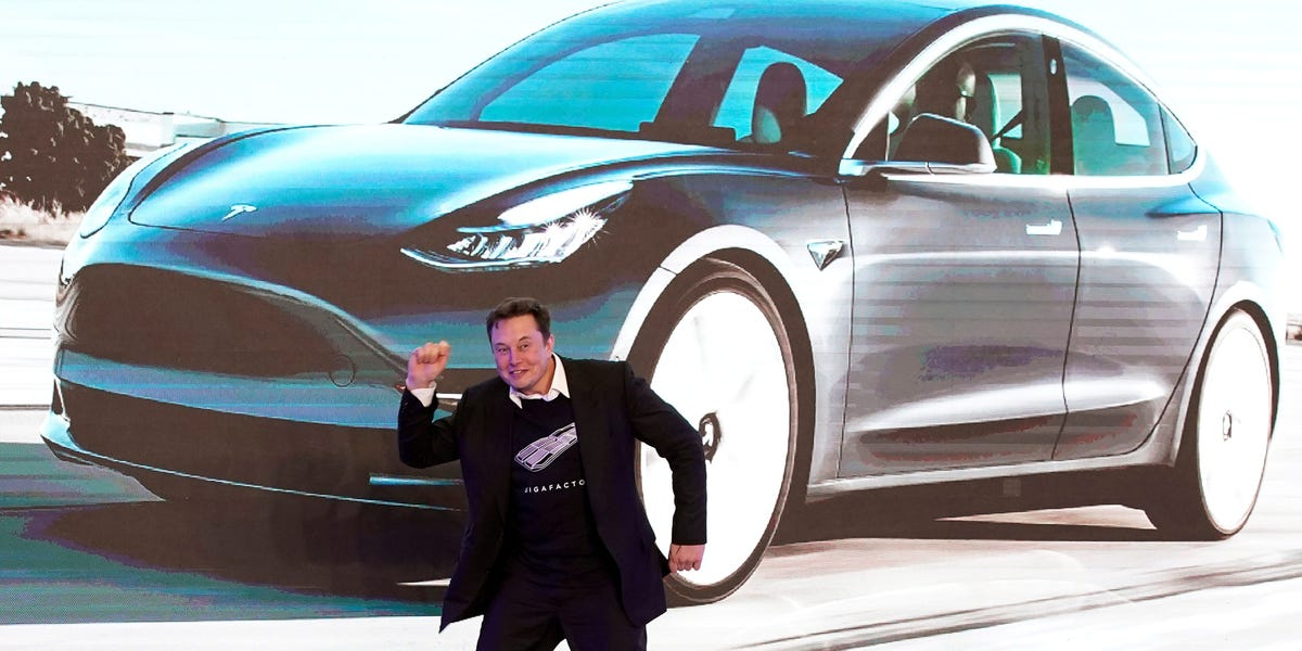 Watch this Tesla Model 3 with 'full self-driving' make a ...